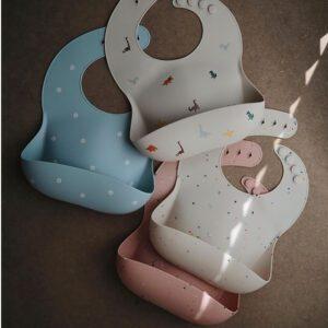 Babero Silicona Mushie Powder Pink Confetti